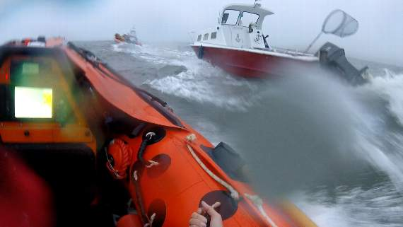 Porthcawl RNLI in race to save stranded fishing boat